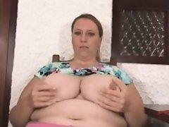 Amateur milf with huge boobs posin Viola from onmilfcom