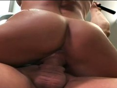 babe with muscles gets fucked