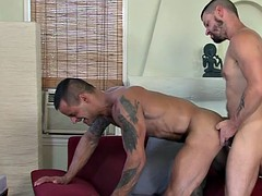 Muscled hunk cum on face