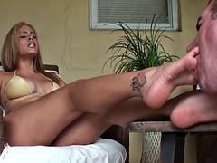 Tetas grandes, Dominacion femenina, Fetiche de pies