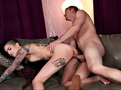 cocky leigh raven screams in pleasure during hard fucking