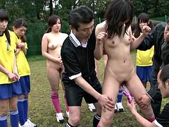 Braunhaarige, Gruppe, Japanische massage, Im freien, Öffentlich, Sport, Jungendliche (18+), Titten