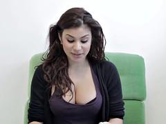 Sexy Tanja Tischewitsch laesst fast ihre Titten raushaengen