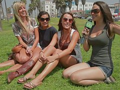 Amateur, Bikini, Blonde, Brunette brune, Argent, Public, Réalité, Maigrichonne