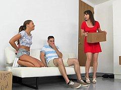Américain, Famille, 2 femmes 1 homme, Petite amie, Maman, Belle mère, Adolescente, Plan cul à trois