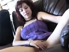 Amateur chick gets convinced to be Melissa from 1fuckdatecom