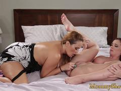 Alluring milf orally pleasures stepdaughter