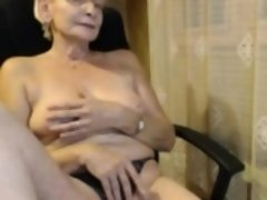 Hot mature shows off on webcam