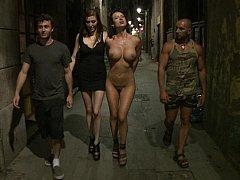 Anal, Gros seins, Brunette brune, Domination, Européenne, Pénétrer avec le poing, Humiliation, Public