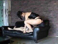 Cul, Homme nu et filles habillées, Femme dominatrice, Branlette thaïlandaise, Japonaise