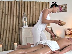 Massage beauty pussypounded by erotic client