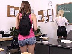 18 летние, Блондинки, Одноклассница, Дилдо, Лесбиянка, Чулки, Учитель, Молоденькие