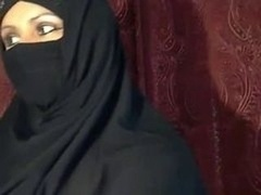 Arab Muslim babe  flashing on cam