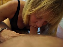 MATURE WIFE IN TIGHTS SUCKING & LICKING