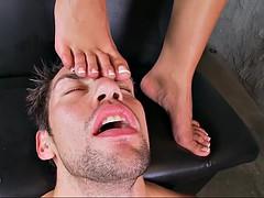 Lécher le cul, Nana, Brunette brune, Tir de sperme, Européenne, Pieds, Fétiche, Fétiche des pieds