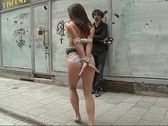 Садо мазо, Брюнетки, Автобус, Европейки, Экстремальный секс, Унижение, На публике, Рабыни