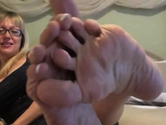 Mommy pretty french pedicure Mindi from dates25com