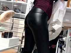 FINE MILF IN TIGHT LEATHER PANTS VTL