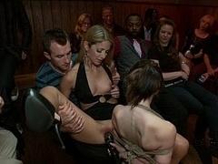 Брюнетки, Дилдо, Экстремальный секс, Секс без цензуры, Унижение, Оргии, На публике, Наказание
