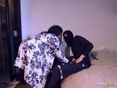kiki minaj discovers she's being robbed and decides to seduce the burglar