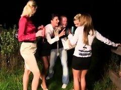 Blonde, Brunette brune, Européenne, Fétiche, Hard, Hd, De plein air, Jarretelles