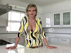 topless-and-braless-bobbi-womenoldmansex