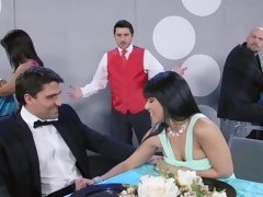 Couple clears out the restaurant with their wild fucking