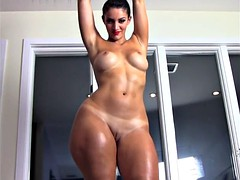 French BBW Rosee Divine pops her oiled booty