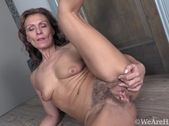 Drugaya strips naked in her hallway